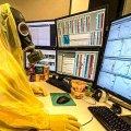 Защитный костюм от вирусов и работа из дома