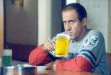 мем Адриано Челентано с пивом