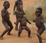 мем Африканские дети танцуют