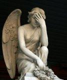 мем Ангел хранитель - фейспалм