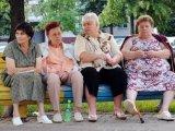 мем Бабушки на скамейке