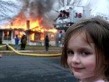 мем Девочка и горящий дом
