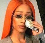 мем Девушка плачет и вытирает слезы долларами