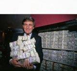 мем Дональд Трамп и деньги в руки