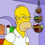мем Гомер Симпсон щурится