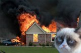 мем Грустный кот поджигатель