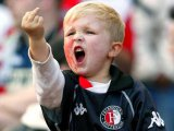 мем Мальчик показывает средний палец