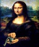 мем Мона Лиза с пистолетом