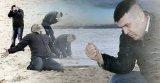 мем Мужик с песком