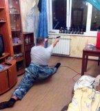 мем Мужик с пистолетами