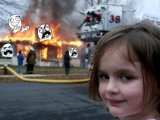 мем Пожар и злорадный взгляд девочки