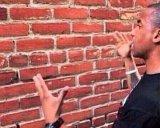 мем Разговор со стеной