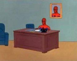 Человек-паук за столом