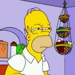 Гомер Симпсон щурится