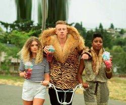 Macklemore в шубе - Стиль Swag