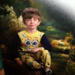 Мальчик в желтой пижаме
