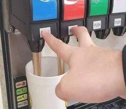 Пепси и Кола в один стакан