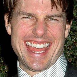 Том Круз смеется