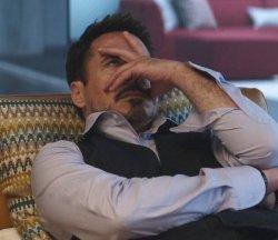 Тони Старк рука лицо
