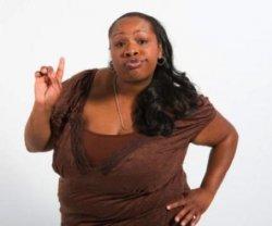 Женщина афроамериканка - палец вверх